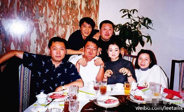 《唐伯虎点秋香》导演晒旧照 巩俐周星驰风华正茂