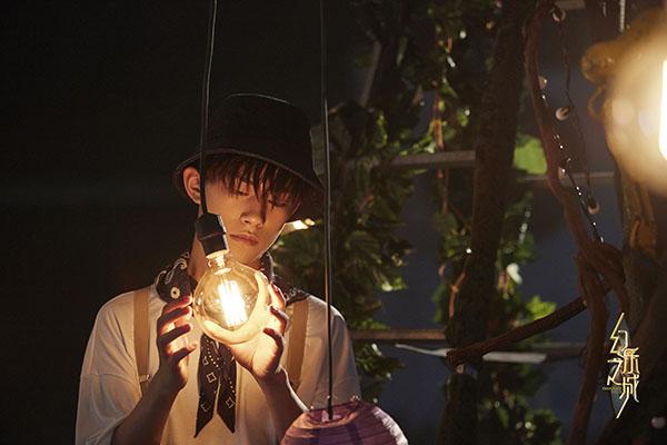 《幻乐之城》发布易烊千玺宣传片 探索奇幻未知世界