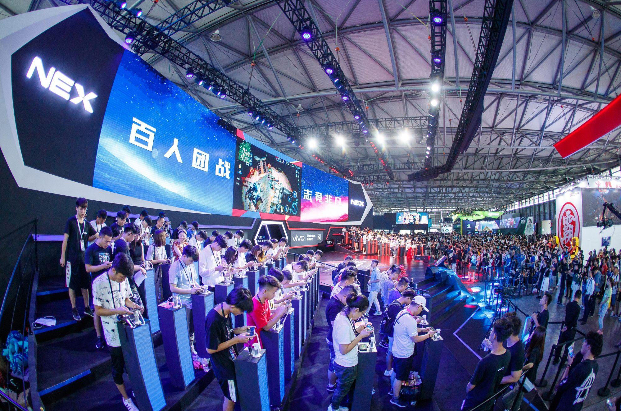 前线 | vivo举办百人手游团战,强调NEX的电竞级游戏体验