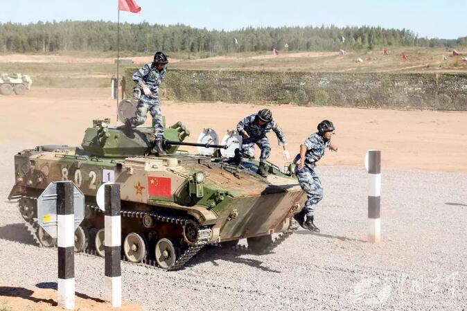 俄方承办军事比赛空降排项目中国队总成绩第二