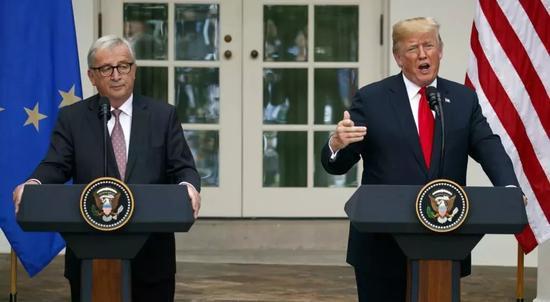 ▲资料图片:今年7月,特朗普和容克在白宫发表讲话。(美联社)
