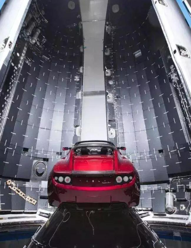 是位日本亿万富翁!马斯克公布SpaceX首位绕月旅行个人乘客