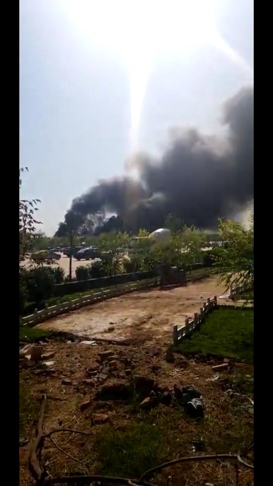 河北邯郸一游乐园一架小型飞机坠落