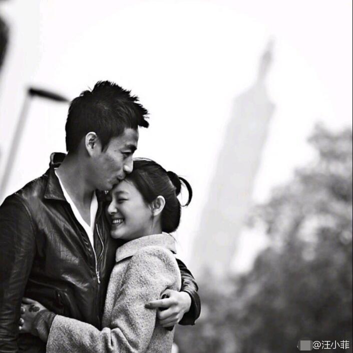 汪小菲晒照为大S庆生 甜蜜喊话:老婆生日快乐