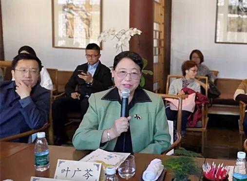 """10月11日下午,由北京出版集团、北京少年儿童出版社主办的""""叶广芩首部儿童文学作品《耗子大爷起晚了》新书发布会""""在京举行。"""