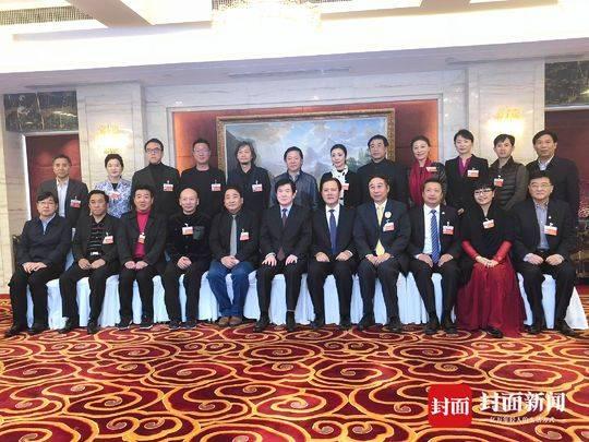 中国文艺志愿者协会理事会召开 冯巩当选协会主席
