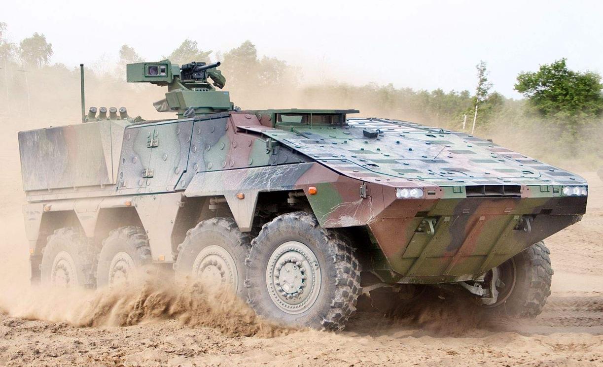 日本展示最新战车炮 一个细节显示它不配上战场