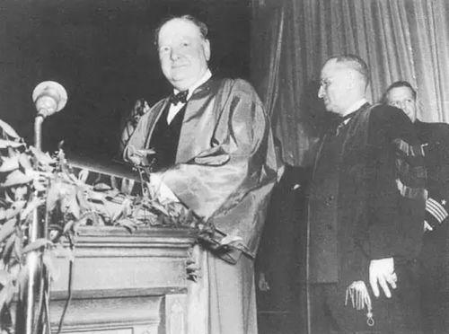 ▲资料图片:1946年,英国前首相丘吉尔在美国富尔顿发表的反苏、反共的铁幕演说,被认为是正式拉开了冷战的序幕。