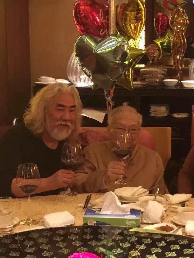 张纪中长文缅怀金庸:先生不会走远,武侠永存世间!