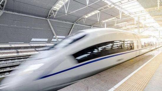 国务院发文加码基建 今年铁路投资有望突破8000亿