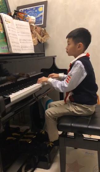 杨云晒杨阳洋弹钢琴视频 有模有样琴声悠扬,运城火车站,运淘美国,运程网,厦大选课系统,厦大图书馆,厦大教务处