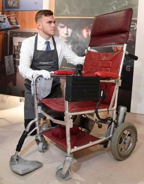 霍金论文和轮椅拍出逾百万美元高价