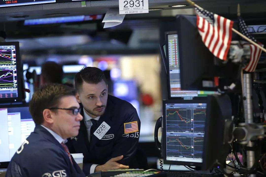 美股周五低�_道指跌超100�c 英��