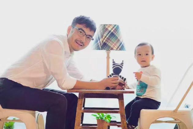汪涵4岁儿子近照曝光,和爸爸似复制黏贴!(组图)
