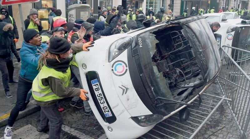 巴黎50年来罕见骚乱 法国政府考虑宣布进入紧急状态
