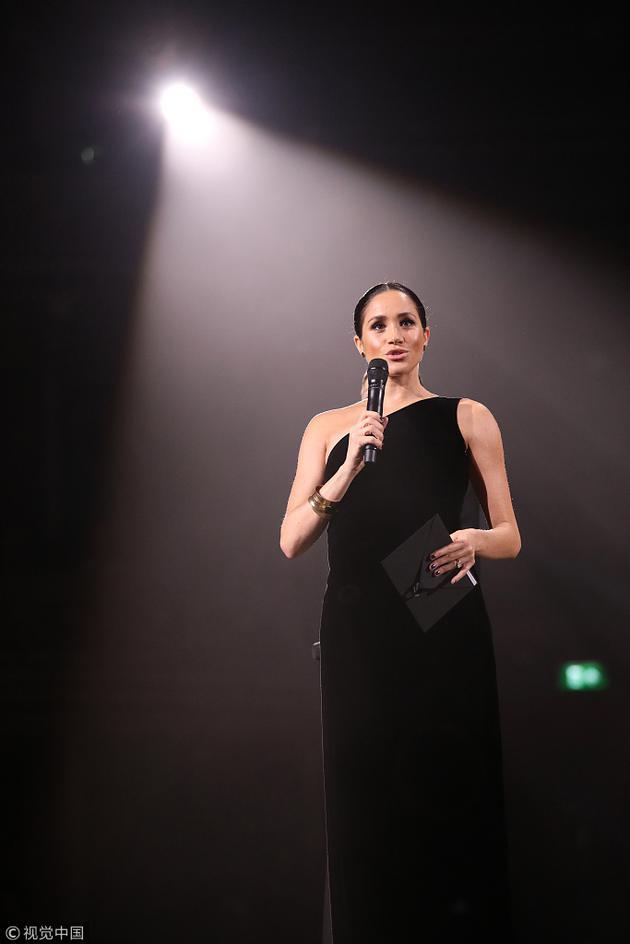 回眸靓丽网 梅根王妃出席典礼引轰动分享时尚与女性新观念