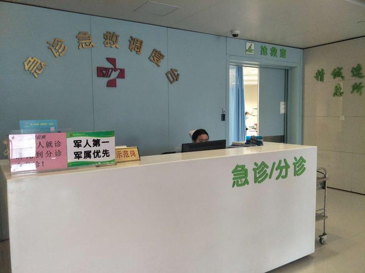 杭州一中学附近出现奇怪的刺激性气味 多人头晕送医