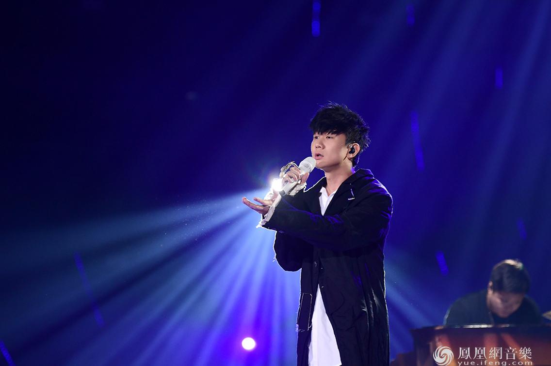 "JJ林俊杰喜提MAMA""年度最佳亚洲艺人""大奖 极致Live登顶韩国热搜榜"