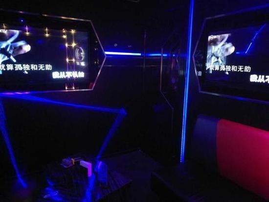 周六下昼空置的KTV包厢(图片来源:每经记者张春楠摄)