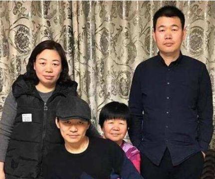王宝强母亲被曝因脑瘤去世