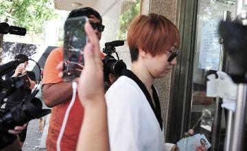 宋喆离婚案开庭 杨慧现身遭媒体围堵