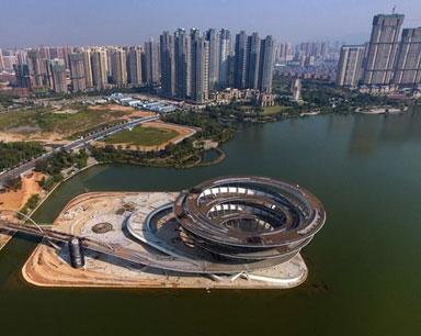 长沙双螺旋观景平台扫尾施工 总用钢量约7000吨