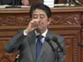 安倍谈中国结巴喝水