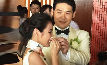 37岁的她泰国嫁富豪,现场飙泪