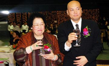"""""""唐僧""""妻子在京地产面积超150万平,竟靠这个发家…"""