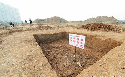 洋湖公园发现11座楚国战士墓 目前出土一剑一矛