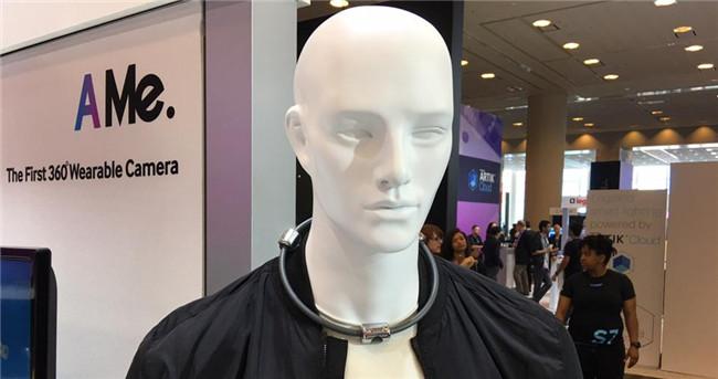 三星展示新奇原型产品:将VR相机戴在脖子上