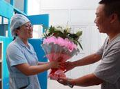 漯河护士救助老人起死回生 家属从三省赶来致谢