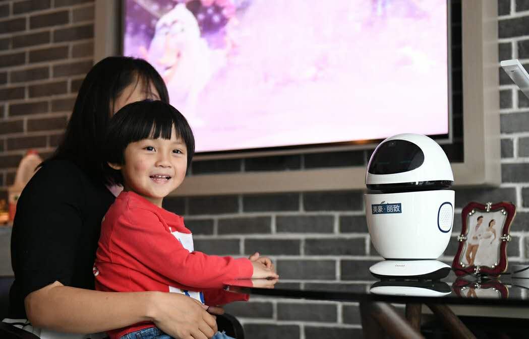 享品质生活 机器人服务员开启智能酒店潮流