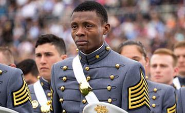 西点军校毕业典礼 他的流泪画面被疯传