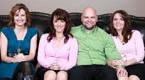 美国双胞胎姐妹与表姐共用老公生24个孩子