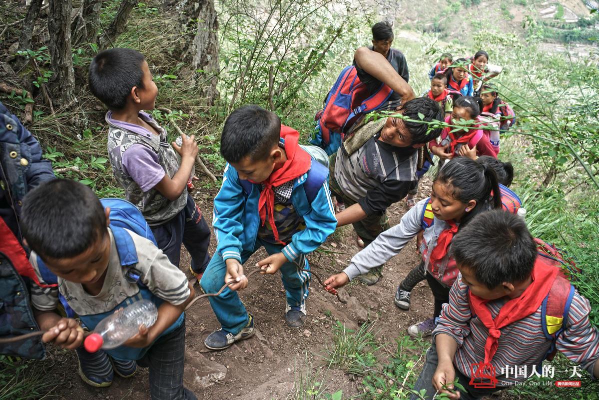大凉山悬崖上的村庄:孩子爬藤梯上学[21P] - 技术宅拯救地球! - 技术宅