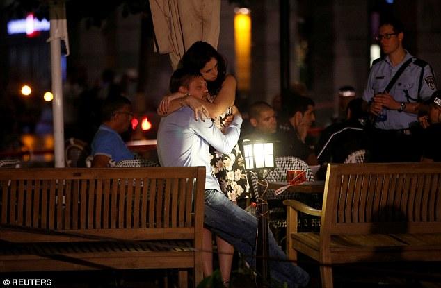以色列:2男子混入特拉维夫一餐厅对人群扫射(组图)