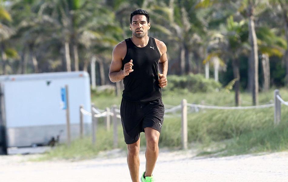 法尔考迈阿密度假不偷懒 运动装外出慢跑展健