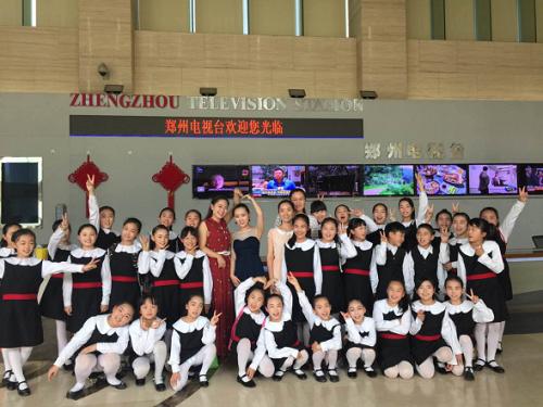 惠济区实小水叮当合唱团倾心唱响演唱中国梦涪陵高中学校图片