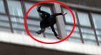 监拍:男生拍桌后当全班学生和老师面跳楼
