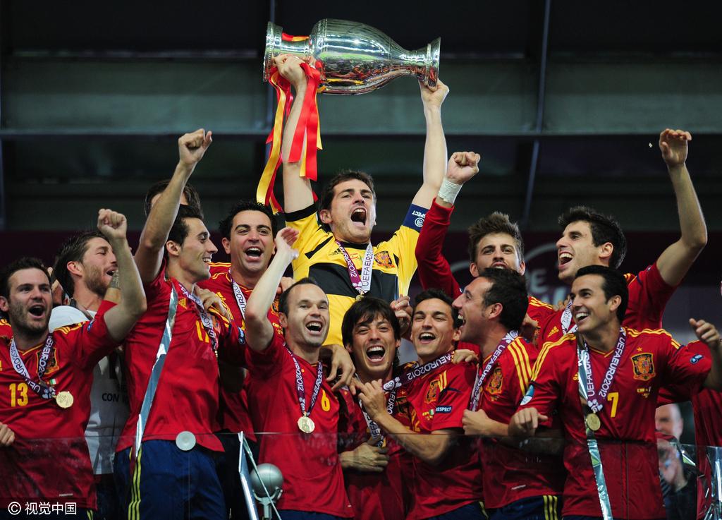 当球迷认为西班牙即将走下巅峰时,但2012年欧洲杯,西班牙再次写下成功图片