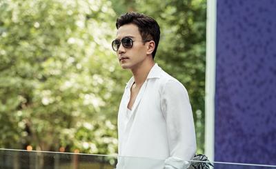 刘恺威白衣LOOK儒雅倜傥 简约时尚引领夏日风潮