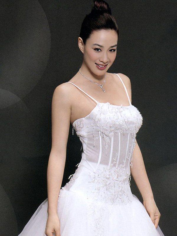 【有意思】钟丽缇全家出动赶置嫁妆 婚礼不准备穿人鱼装