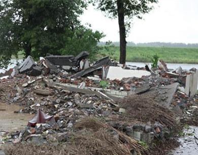 镇江姚桥遭强风袭击 21间房屋受损无伤亡