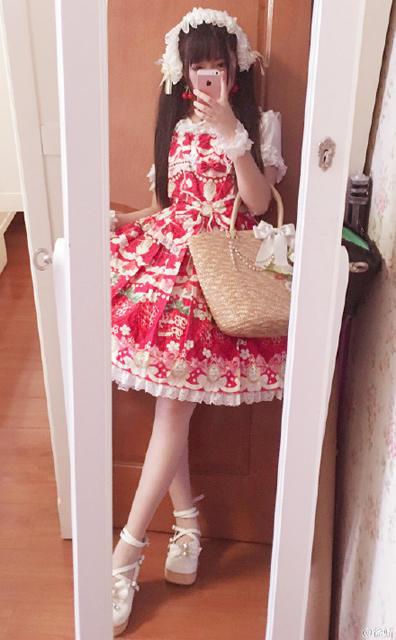 【有意思】徐娇穿女仆装红唇粉嫩 抱怨天气好热想回家