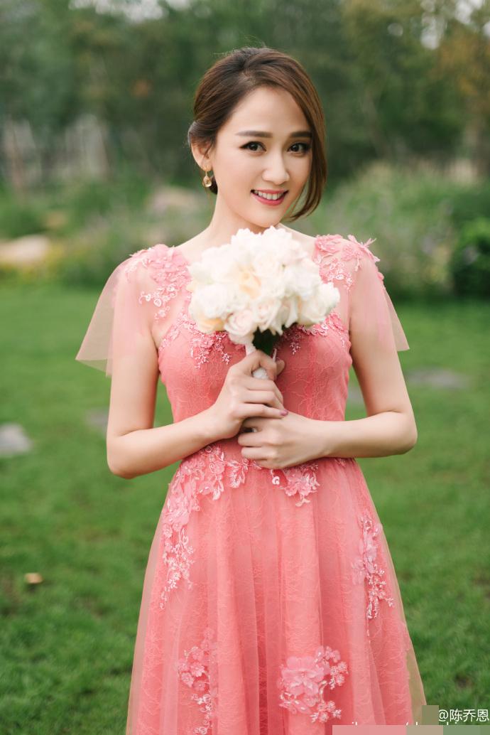 """【有意思】""""双陈""""婚礼陈乔恩没能抢到捧花,竟还被陈晓揶揄了…"""