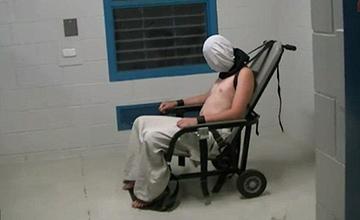 17岁男孩监狱受刑画面