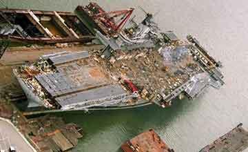 拆比建费劲得多 美航母3年建成却花了7年拆除