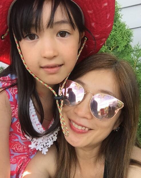 【星娱TV】黄嘉千带女儿玩转假期 夏天变身全能小公主