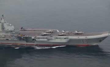 辽宁舰上5架歼-15箭型布局 最短距离强势起飞